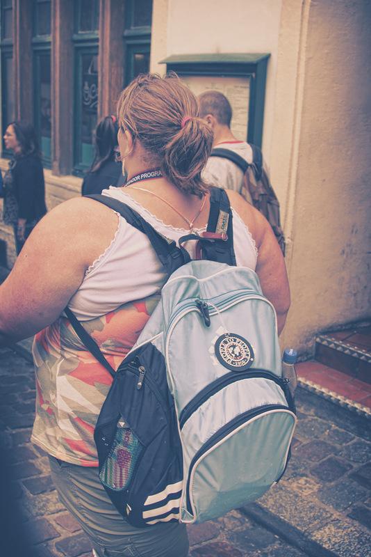 туристка рюкзак полная женщина