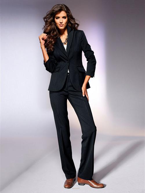 женский деловой костюм с ботинками