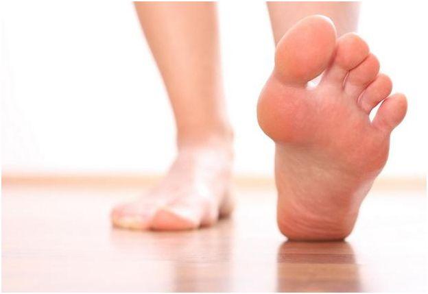 Чтобы хорошо подбирать себе обувь, нужно любить форму своих стоп