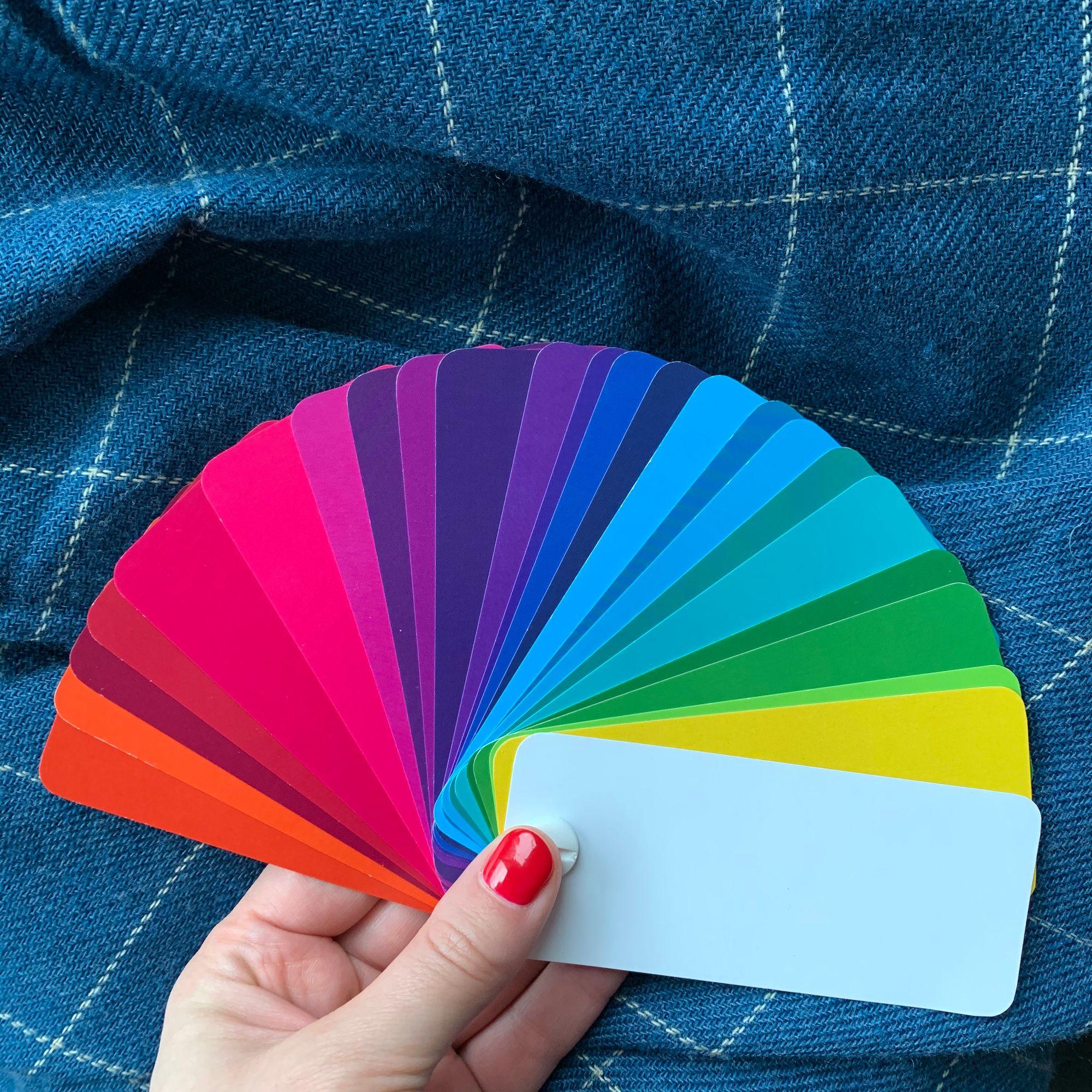 Как пользоваться палитрой-веером для выбора цвета одежды