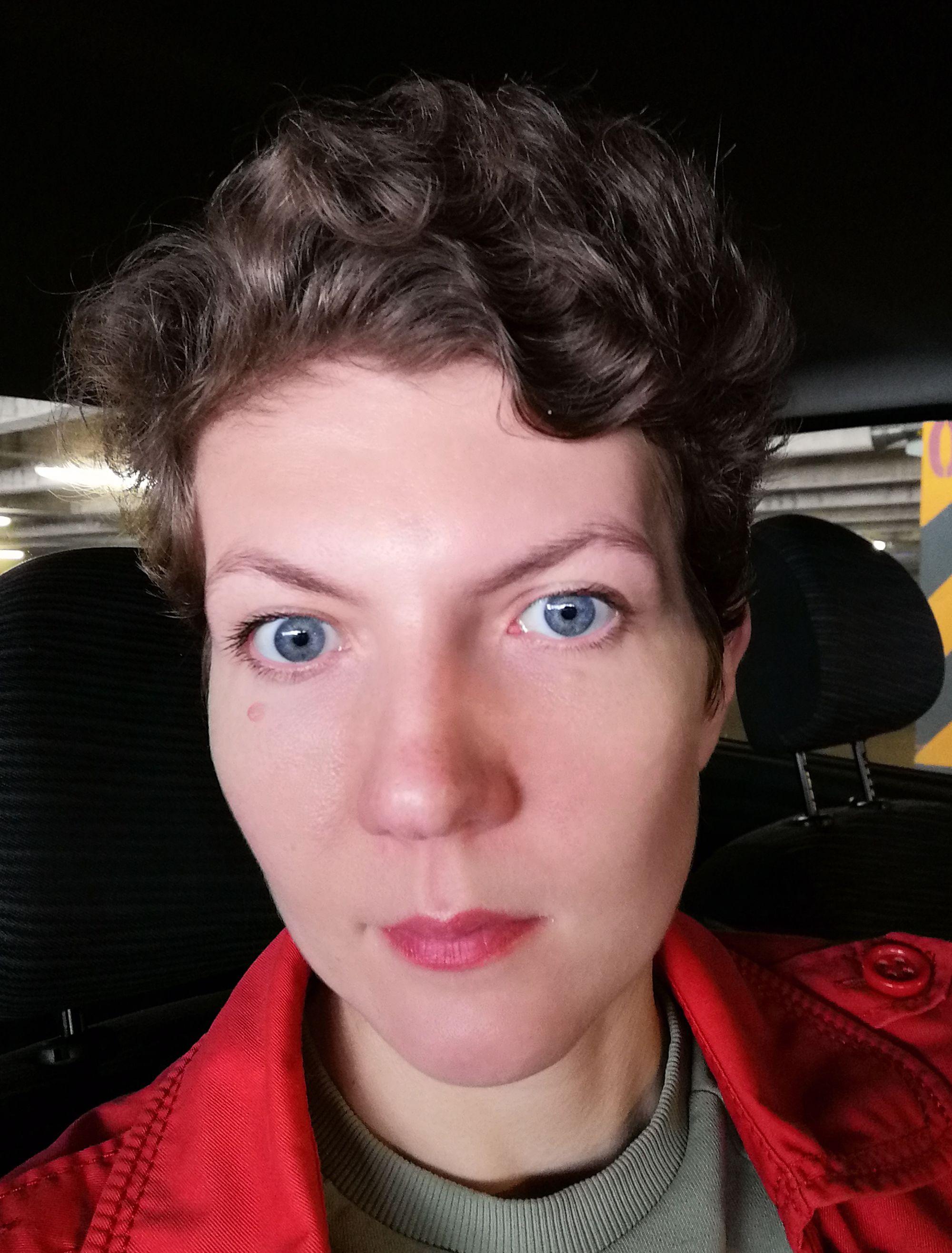 Вопрос стилисту: Кудри и суровое лицо
